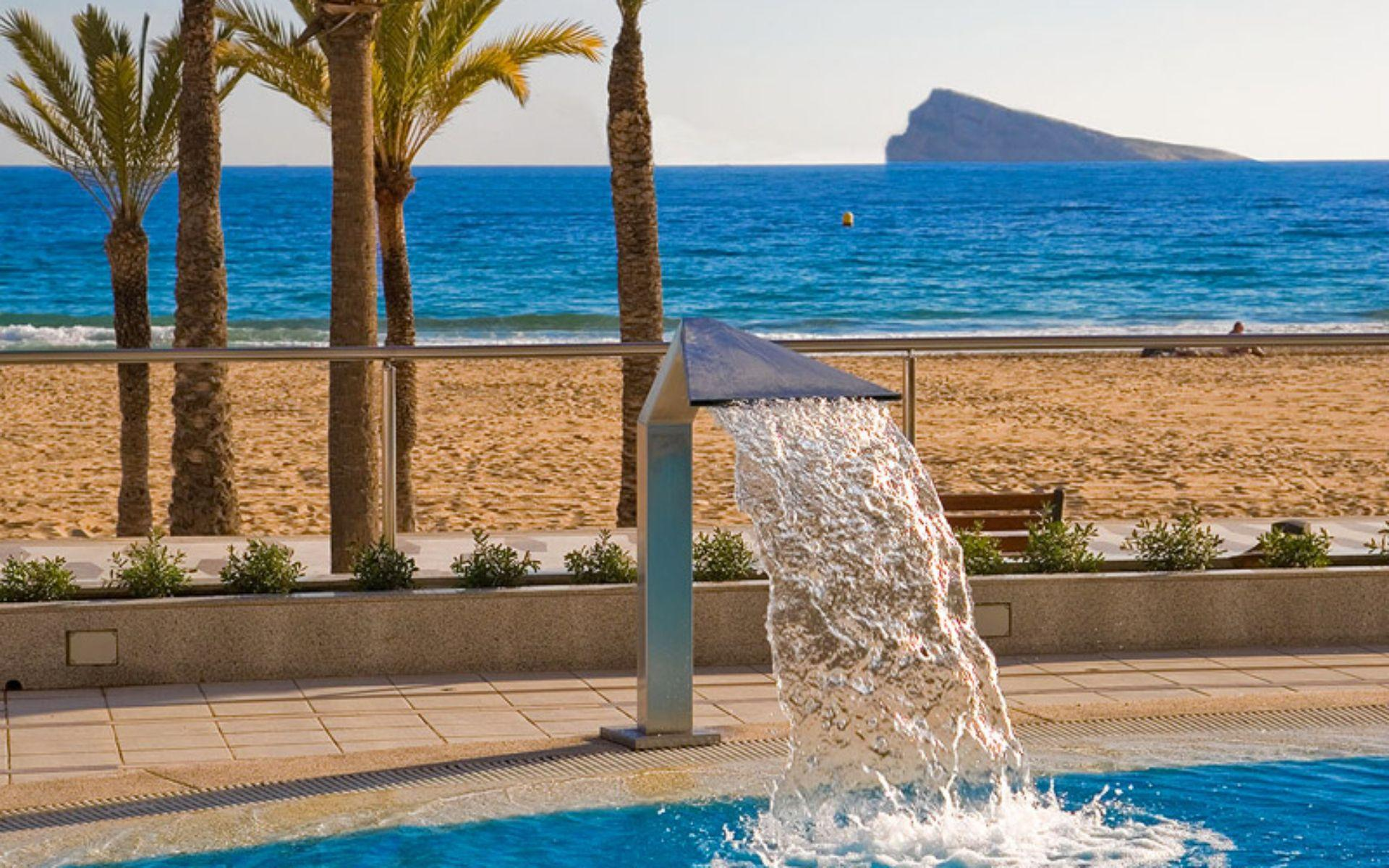 Hotel cimbel en benidorm costa blanca for Piscina climatizada benidorm