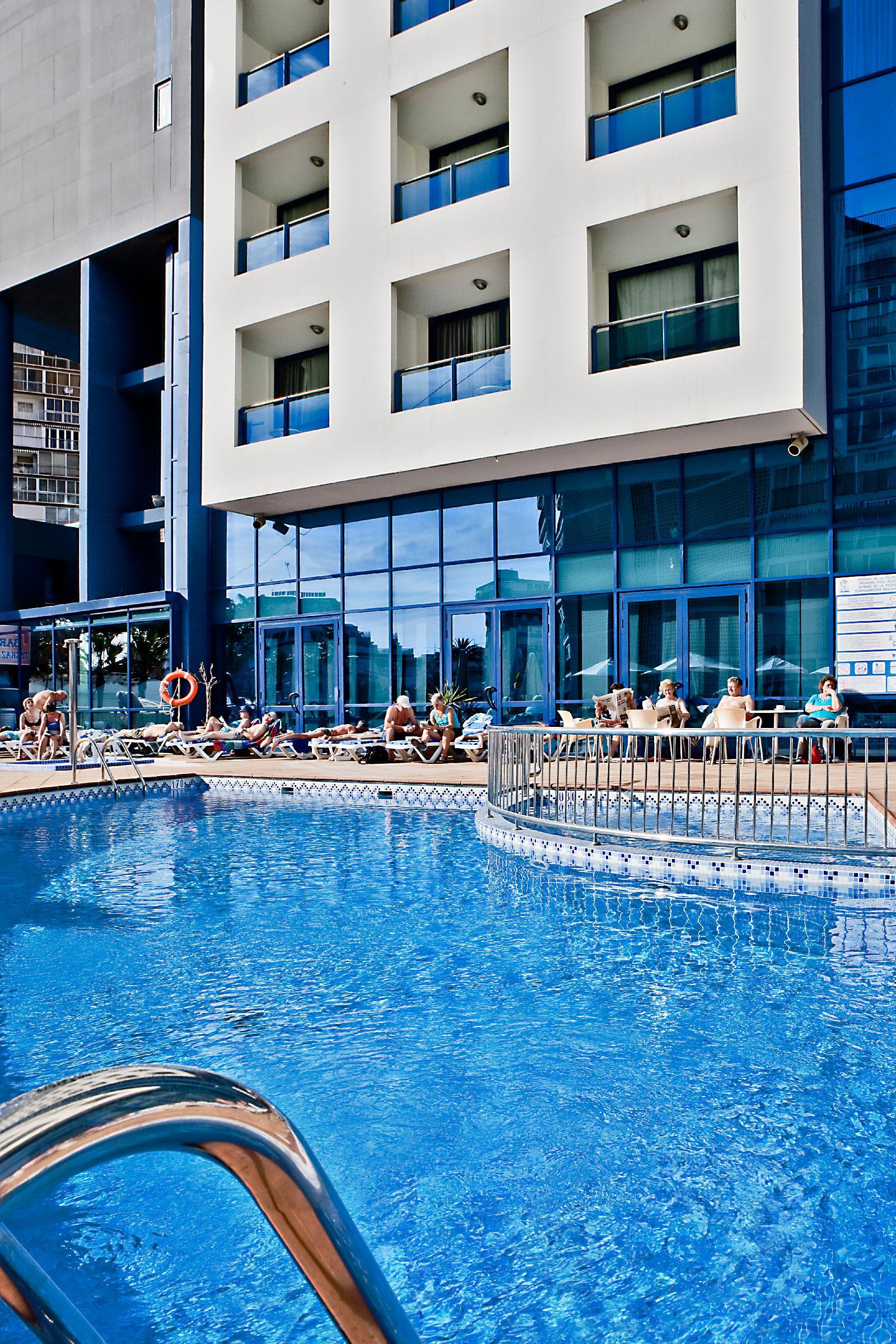 Hotel madeira centro en benidorm costa blanca desde 44 for Piscina climatizada benidorm