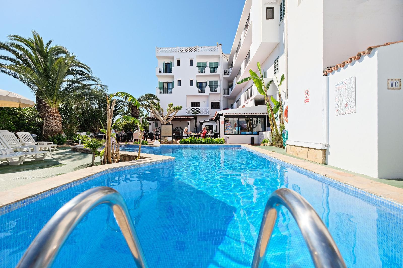 Azuline hotel galfi en bah a de san antonio ibiza desde 42 for Piscina san antonio