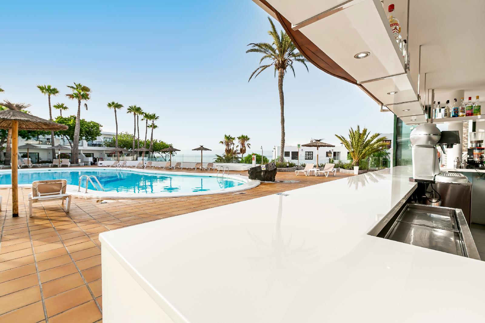 Viajes a lanzarote desde 178 ofertas de vacaciones y - Apartamentos baratos en puerto del carmen ...