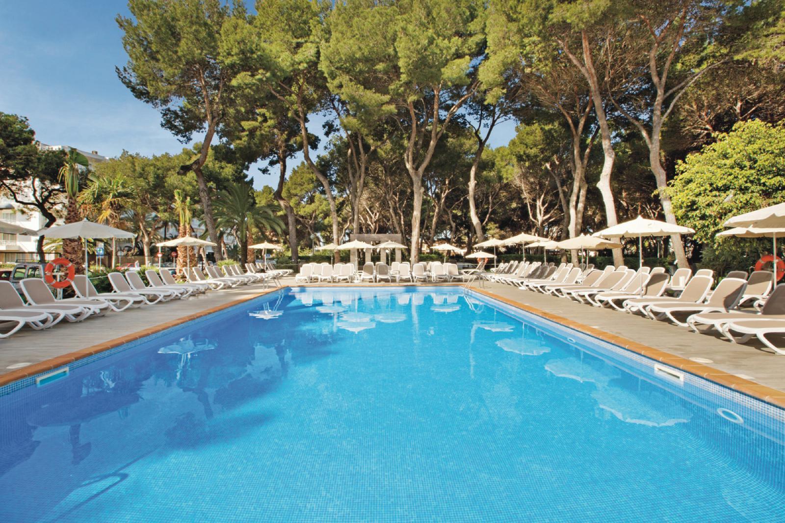 Hotel riu festival en playa de palma mallorca - Piscinas palma de mallorca ...
