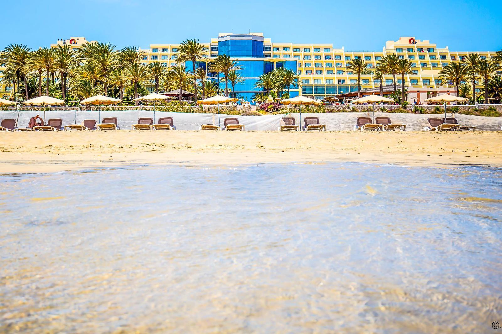 Sbh costa calma palace thalasso spa en costa calma for Sombrillas para piscinas