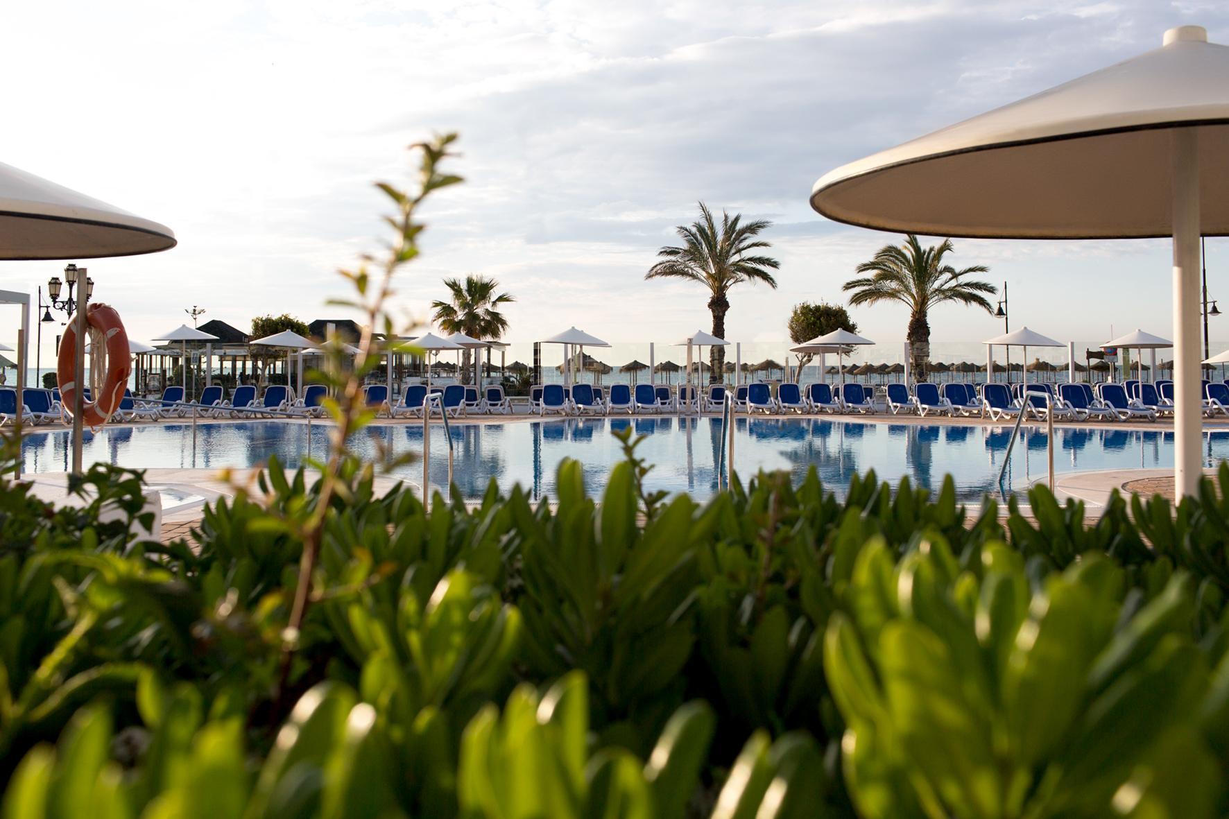 Hotel pueblo camino real en torremolinos costa del sol for K sol piscinas