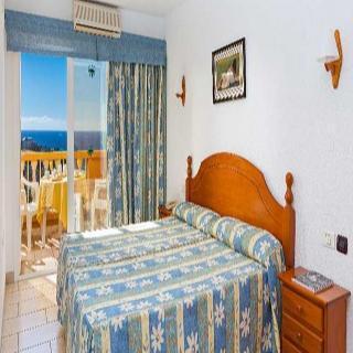 Aparthotel los dragos del sur en puerto de santiago los for Piscina natural puerto santiago