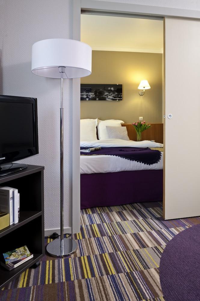 ofertas de viajes a courbevoie desde 273. Black Bedroom Furniture Sets. Home Design Ideas