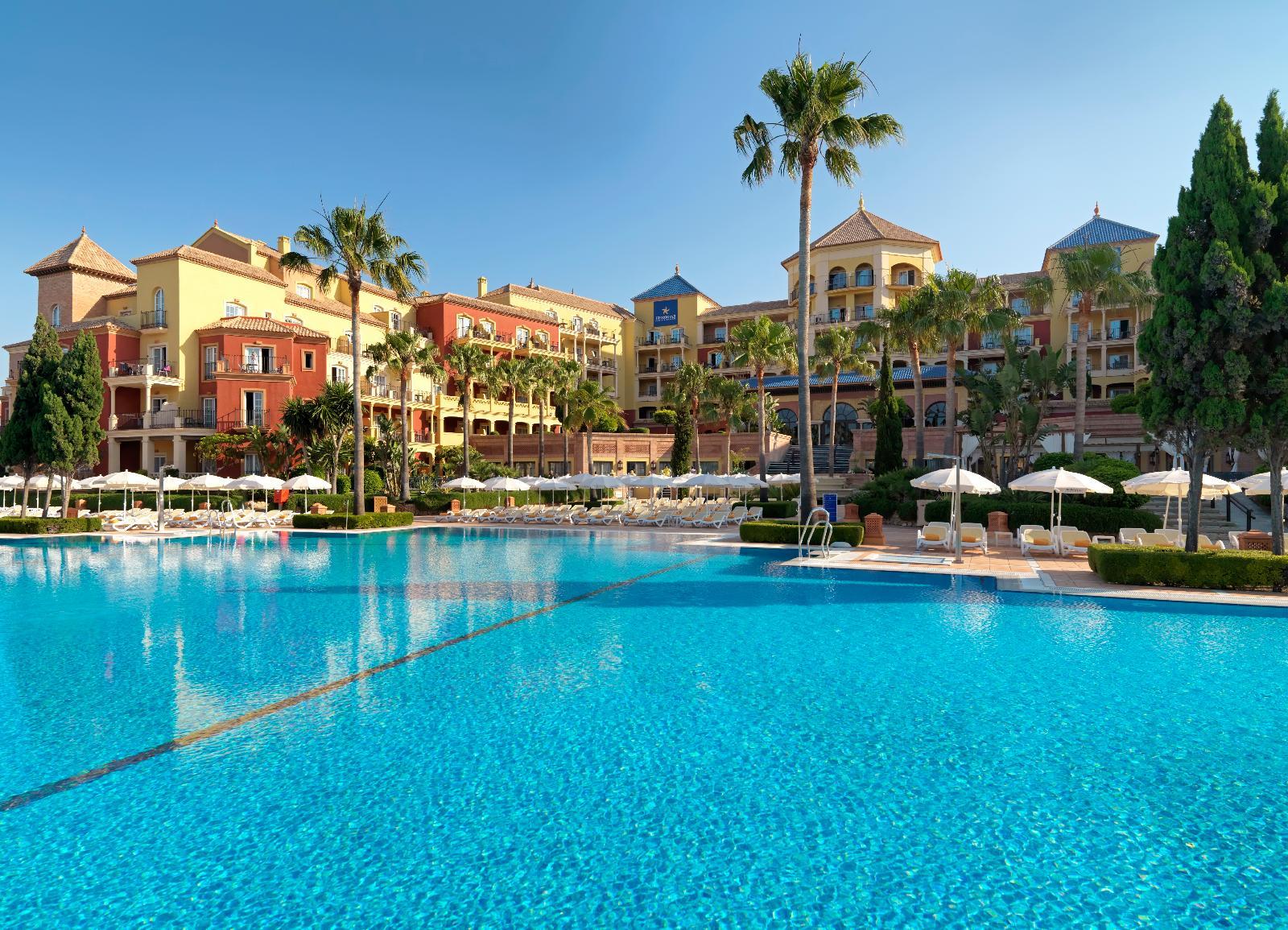 Iberostar m laga playa en torrox desde 93 for Hoteles con piscina climatizada en andalucia